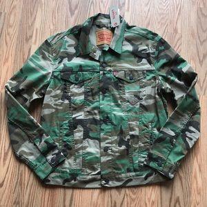 LEVI'S | Camo Trucker Jacket